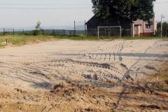 Prace przy przebudowie boiska sportowego.