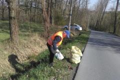 2019-04-15 - Wiosenne sprzątanie Bukowa - pan Jerzy Kuc (radny) kontynuował akcję w kolejnym dniu.
