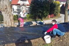 Buków - Inicjatywa Lokalna - Prace przy zagospodarowaniu miejsca do parkowania i skarpy.