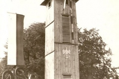 Drewniana wieżyczka pierwszej remizy OSP w 1966 r.