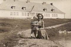 Szkoła Podstawowa w Bukowie - zdjęcie wykonane w latach 60-tych.